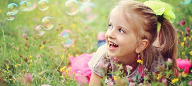 Copiii fericiți sunt crescuți de părinți fericiți